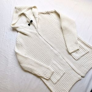 525 AMERICA •WHITE HOODED CABLE KNIT CARDIGAN WRAP